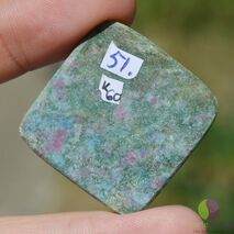 Cabochon Rubin in fucsit 32x31x6mm K60